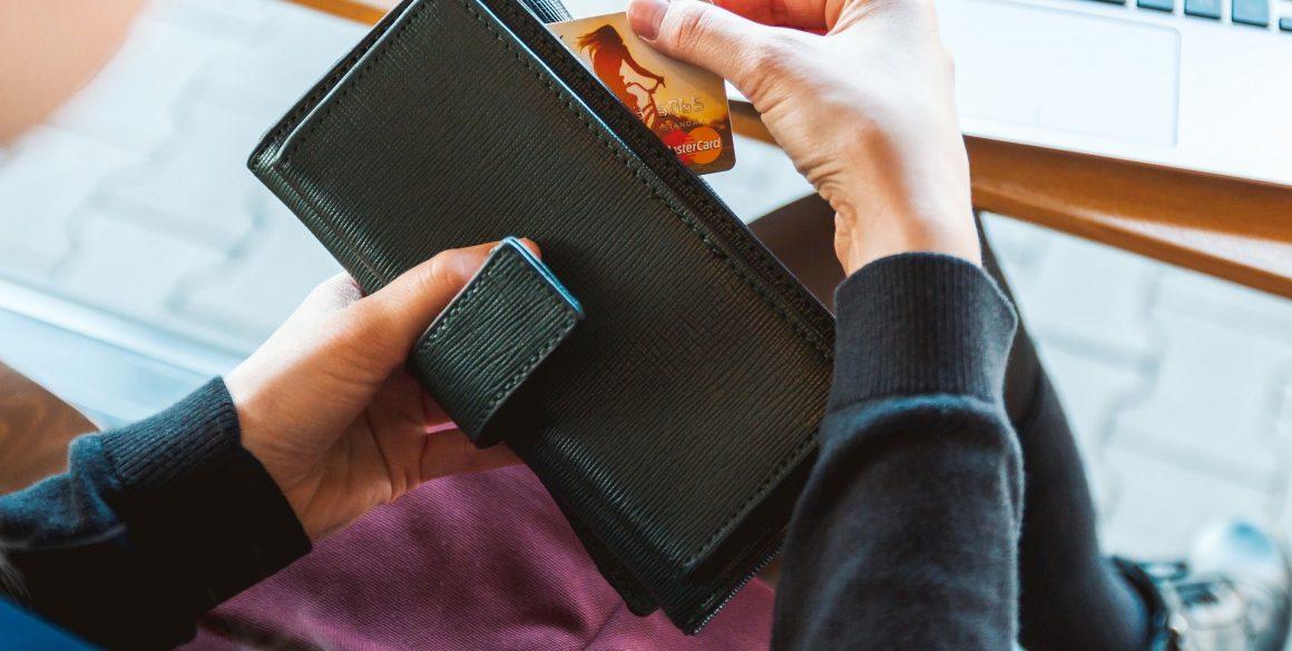 wallet-2125548_1920-min